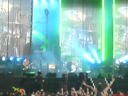 photo of foo fighters via http://www.flickr.com/photos/rileyroxx/